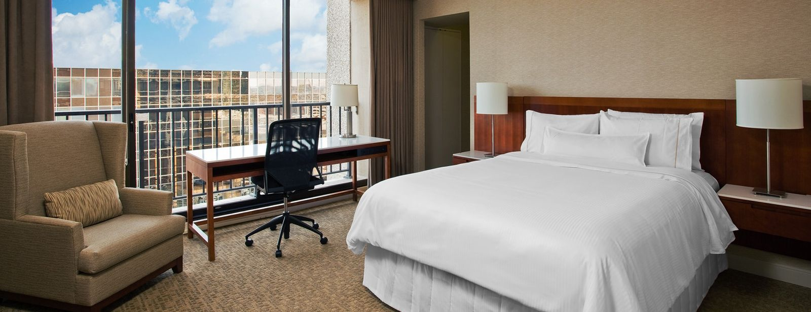 Corner Room - The Westin Oaks Houston at the Galleria